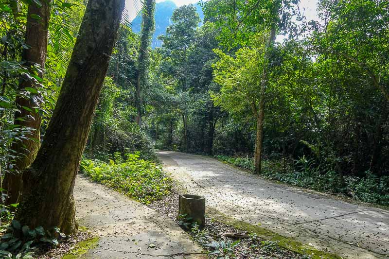 Walk to Paradise Cave